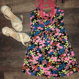 Super Cute Floral Billabong Dress w/ Pockets! 🌟🌟